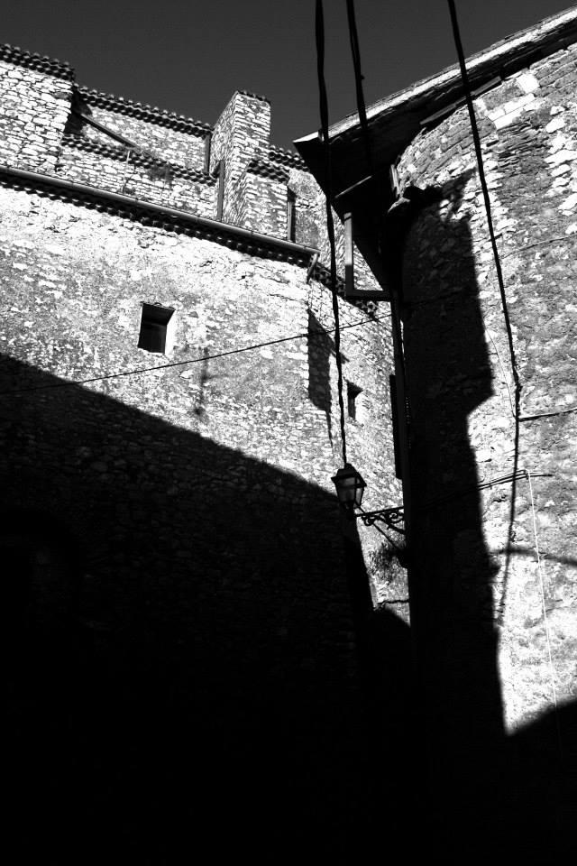 Rocca massima in bianco e nero 53 www - Tappeto bianco e nero ...